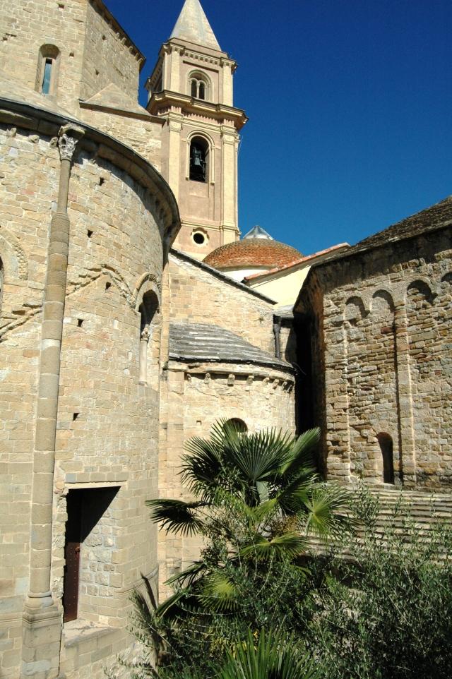 Ventimiglia (IM): scorcio della Cattedrale e del Battistero