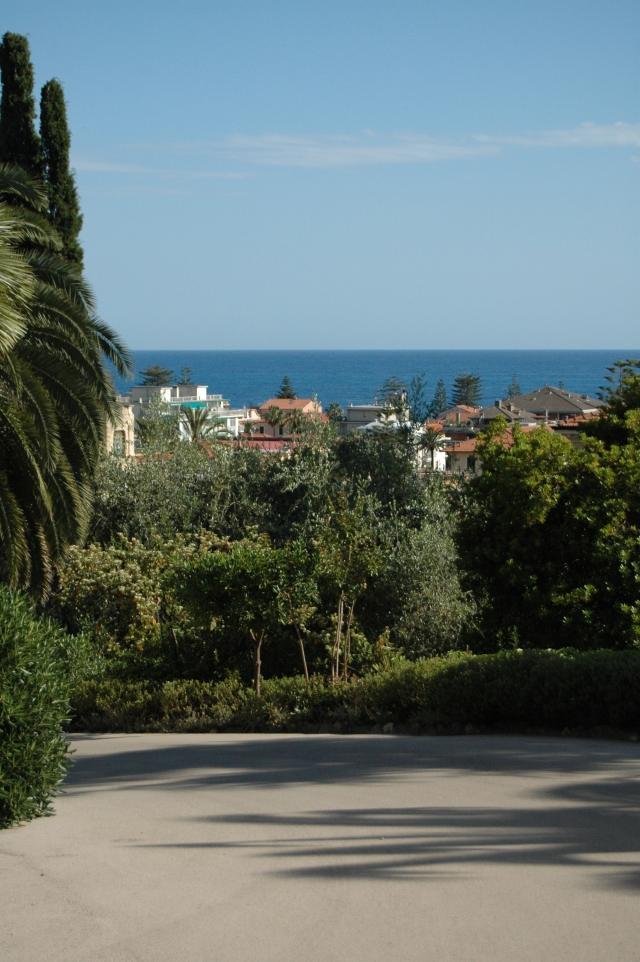 Vista sovrastante in oggi la Via Romana - lato di levante - di Bordighera