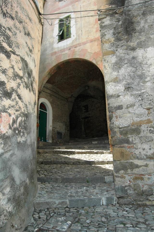 Taggia, capoluogo della Valle Argentina nel ponente di Liguria, un centro storico che offre notevoli ed interessanti soprese
