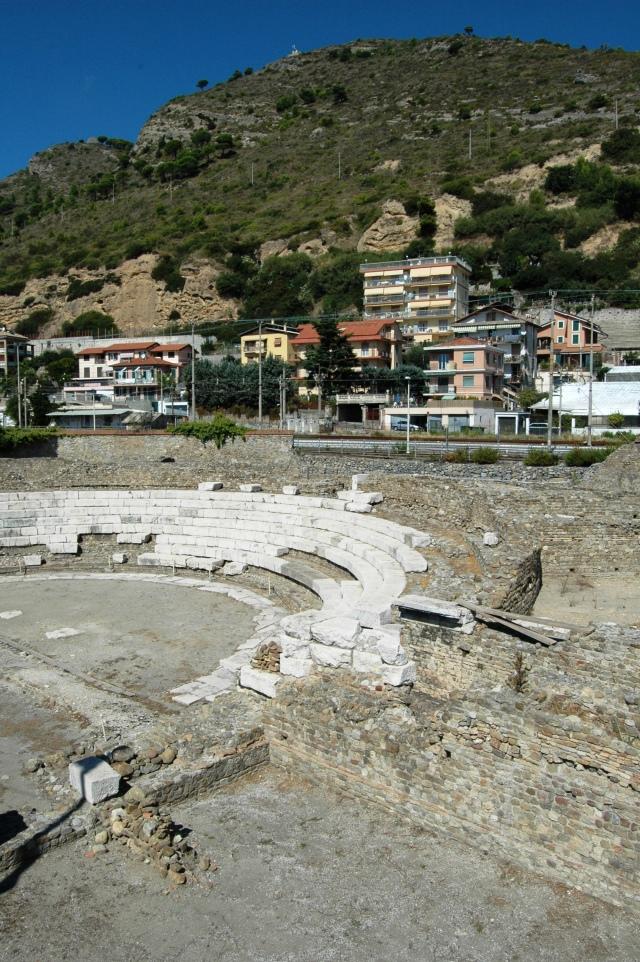 Situato alla periferia orientale, in zona Nervia, é opera di fine II sec. d.C., abbandonata nel IV secolo,  dopo essere stata adibita principalmente a rappresentazione di commedie, mimi, danze e spettacoli frivoli: risulta l'edificio romano più notevole finora scoperto a Ventimiglia