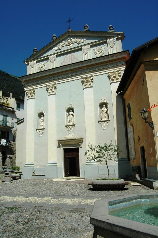 La Chiesa Parrocchiale di Airole (IM), in Val Roia, fu più volte ampliata e rimaneggiata fino al definitivo stile barocco negli anni 1757-1759.