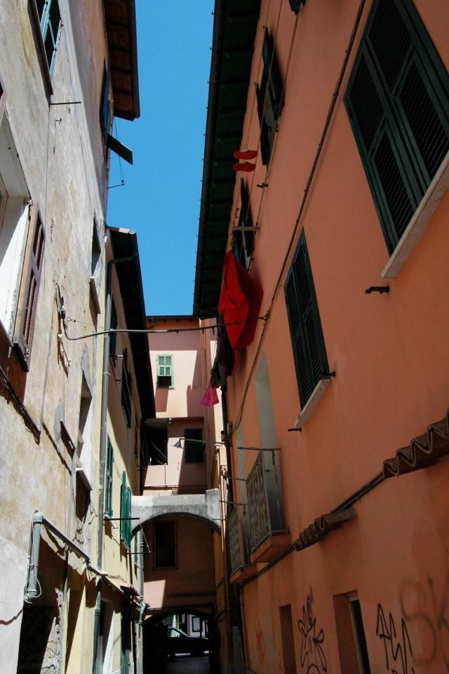 Ventimiglia (IM), tracce - in pieno centro urbano moderno - di antiche pertinenze del Convento di S. Agostino.