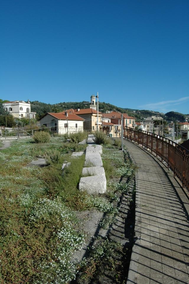 Lastricato dell'antica Via Romana Julia Augusta, posizionati sul bastione del cavalcavia in Frazione Nervia a Ventimiglia (IM)